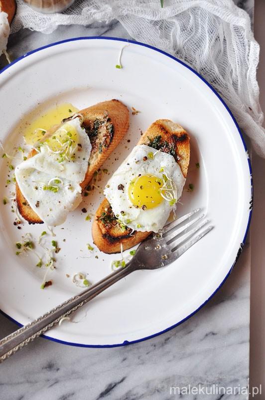 tost_anchovies_jajko_1b