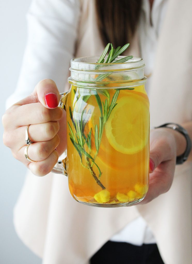 herbata z cytrusów, kurkumy, imbiru i rozmarynu