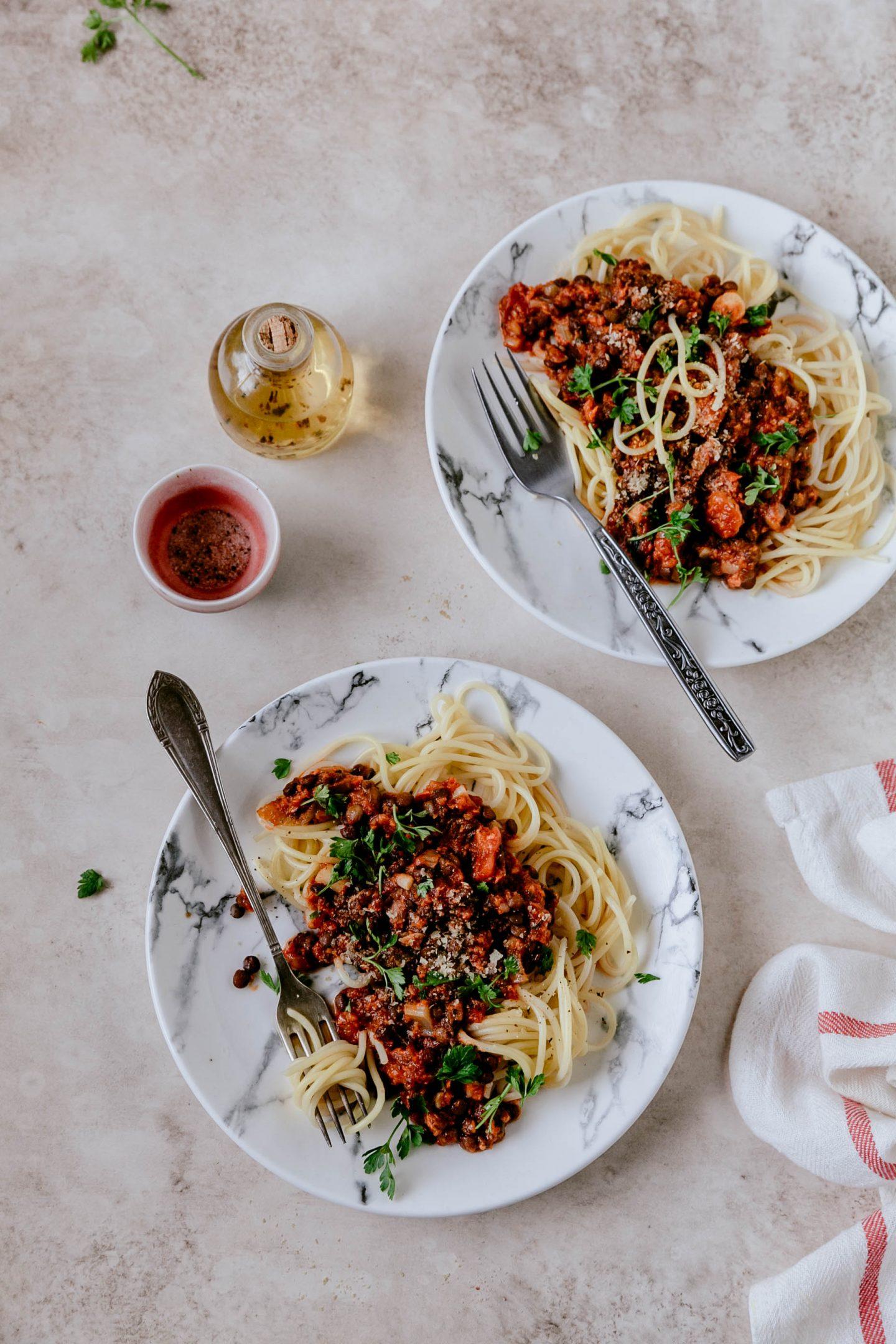 jak zrobić wegańskie spaghetti bolognese z soczewicą